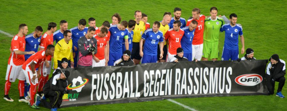 Aktion gegen Rassismus beim Länderspiel von Österreich - Bosnien & Herzegowina im März 2015.