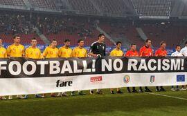 Italien vs Rumänien, Antirassismus-Transparent